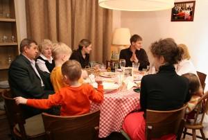 Dinner-Big-Family